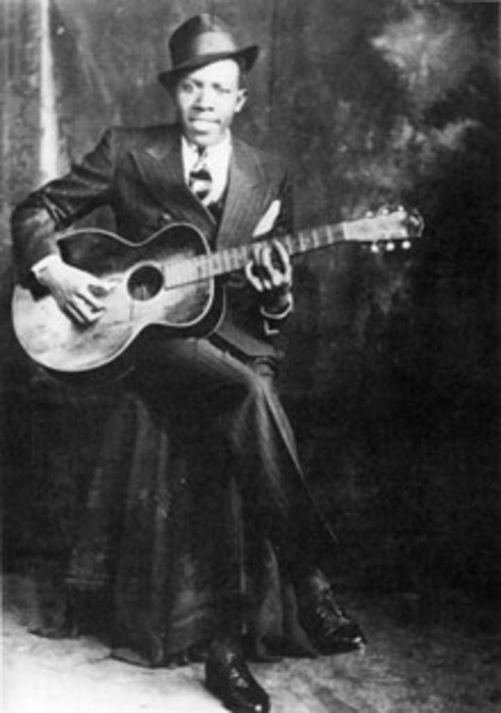 Robert Johnson, en una de las dos únicas fotos que se conocen de él.