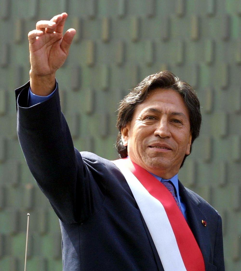 En el CADE 2000 - 2001, Alejandro Toledo, como candidato a la presidencia por el partido Perú Posible, prometió duplicar las exportaciones en cinco años.  (Foto: AFP)