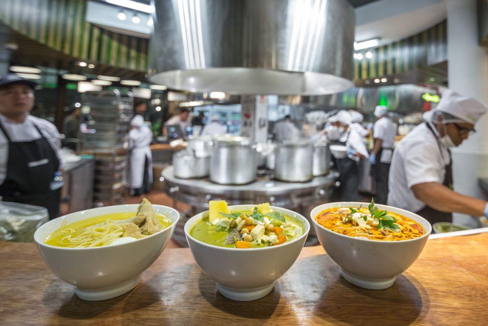 Hay una sopa que cambia cada día de la semana (de ahí lo de 'siete') y dos fijas en la carta: caldo de gallina y sopa criolla.
